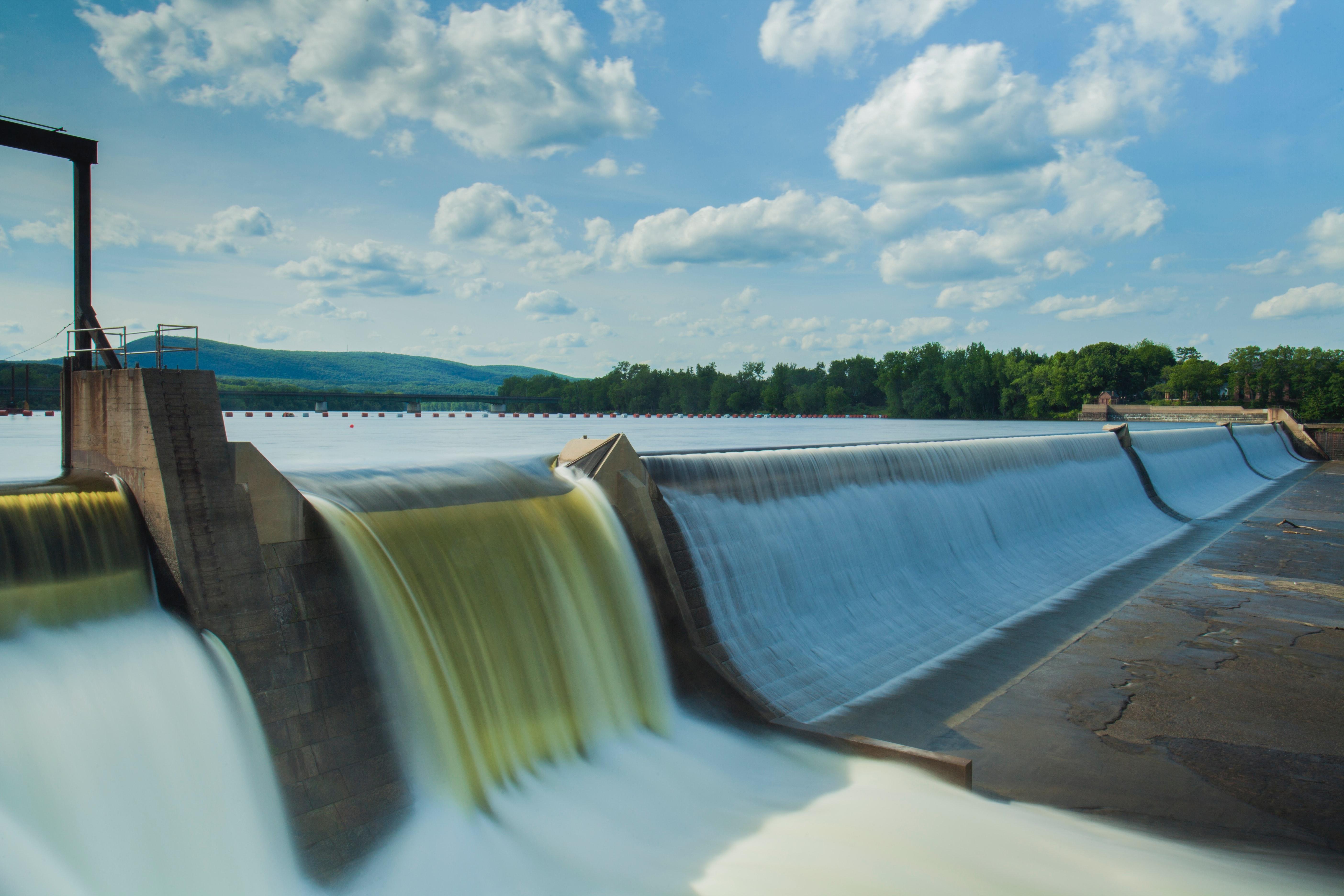 地域密着型の自然エネルギーを産み出す ミニ水力発電
