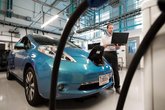 電気自動車についての原理、および各国の普及施策についての総まとめ。