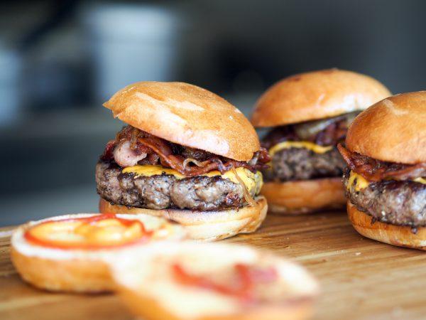 世界で需要急増する「代替肉」は、地球資源の消費をどこまで減らせるか