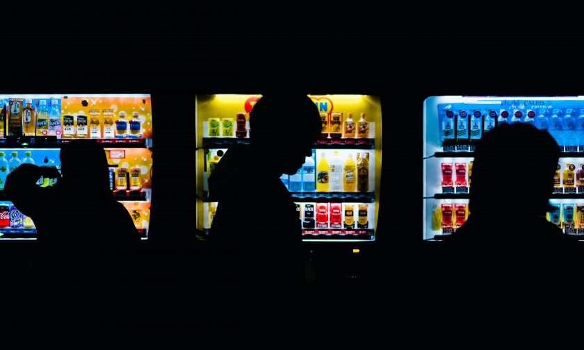 自動販売機の環境負荷を考えよう 日本と海外の違いを通じて見えてくる未来への取り組みとは