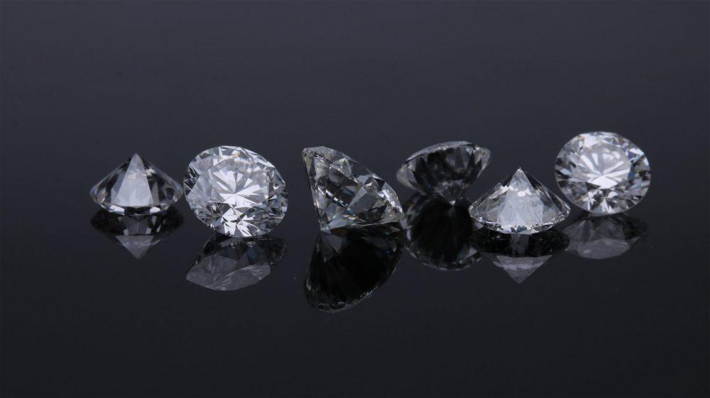 天然ダイヤモンドと人工ダイヤモンドの違いは? 環境に与える影響と併せて確認してみよう
